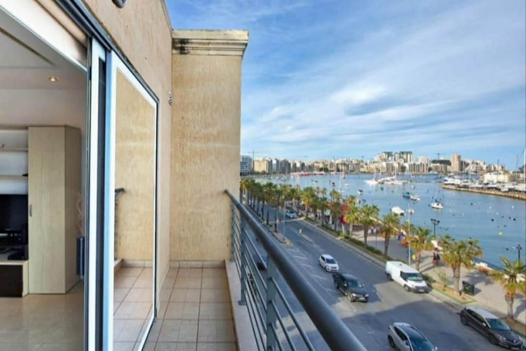 Beautiful Seafront Apartment
